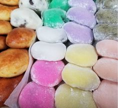 Discover Nisshodo Candy Store in Honolulu, Hawaiʻi: This mom-and-pop Japanese sweets shop has been serving cloud-light mochi for almost a century. Japanese Candy Store, Japanese Sweets, Jelly Cookies, Shortbread Cookies, Mochi Recipe, Sweet Dumplings, Pastel Candy, Sweet Buns, Food Articles