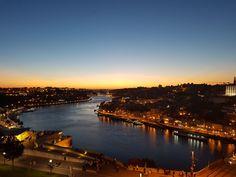 Porto bij zonsondergang vanaf Miradouro da Serra do Pilar