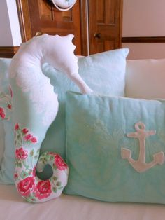 Decorate your little girl's nursery with all of the things you love about the water. A nautical nursery is a sweet way to decorate in pink and white.