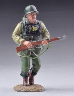 World War II 2nd Ranger Battalion USA006B Running G.I. Ranger Wet Look -  Made by Thomas Gunn Military Miniatures and Models. Factory made, hand assembled, painted and boxed in a padded decorative box. Excellent gift for the enthusiast.