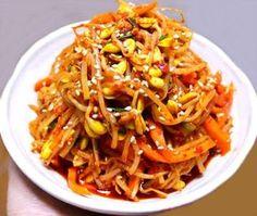 물 없이 콩나물 삶는 방법과 무침보다 더 맛있는 콩나물 볶음 만드는 방법 Korean Dishes, Korean Food, Bean Sprout Soup, Easy Cooking, Cooking Recipes, Rice Vermicelli, Vegetarian Recipes, Healthy Recipes, Asian Recipes