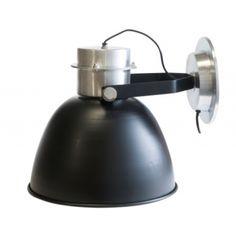 http://www.stoerelampen.nl/bl-2009/C271/page/2  Industriele wandlamp