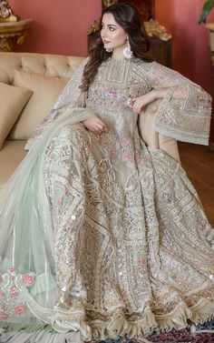 Beautiful Pakistani Dresses, Pakistani Party Wear Dresses, Shadi Dresses, Designer Party Wear Dresses, Pakistani Wedding Outfits, Indian Gowns Dresses, Wedding Dresses For Girls, Pakistani Dress Design, Bridal Outfits