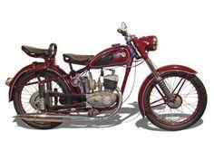 RT125/2 (1952–1956) Technische Angaben: Motor: 1 Zyl.-2 Takt Hubraum: 123 ccm Max.Leistung: 6 PS bei 5200 U/min Getriebe/Antrieb: 3 Gang / geschützte Rollenkette geschützte Rollenkette Bremsen: Innenbackenbremse Leergewicht: 110 kg zul. Gesamtgewicht: 250 kg Tankinhalt/Reserve: 11 Liter / 2 Liter Farben: schwarz, maron, grün (metallikeffekt) Vmax: ca. 80 km/h