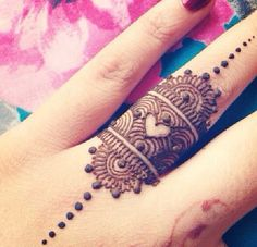 Love this finger henna ring