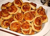 Pizza šneky s ananasem Pretzel Bites, Pizza, Toast, Bread, Fruit, Breakfast, Ethnic Recipes, Food, Cakes