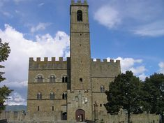 Tuscany By Train ~ 10 Fabulous Day Trips From Florence - Corinna B's World By Train, Bologna, Time Travel, Day Trips, Tuscany, Florence, Notre Dame, Places To Visit, Italy