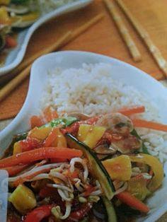 Verduras al vapor con salsa agridulce y arroz Food Categories, Types Of Food, Salsa, Menu, Rice, Favorite Recipes, Healthy Recipes, Cooking, China