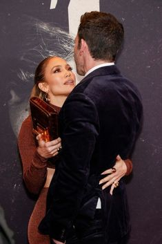 Couple in love: Jennifer Lopez bursts with happiness alongside Ben Affleck at the premiere of The Last Duel #magazine #news #today #celebrity #celebrities #lovestory #children #photo #officialphoto #onlinemagnews #onlinemagazinenews #paparazzi #jlo #jenniferlopez #lopez #ben #affleck #benaffleck #romance #romaticweekend #bennifer2.0 #bennifer #birthday #instagram Ben Affleck, Jennifer Lopez Body, Couple Photos, Failed Relationship, In Sync, Latest Gossip, Pose For The Camera, Happy Together, Without Makeup