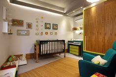 Bertha Calleu, João Gilberto Braga e Sérgio Fontes criaram o Quarto do Bebê Descolado. No ambiente, os móbiles e quadrinhos que decoram as p...