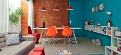 #sala-de-#estar-e-#jantar-unidas-coloridas-descoladas #interior em #tijolos #bricks