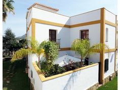 Apartment in La Sella golf resort for sale. Front porch, back patio. Walking distance to supermarket, horse riding, tenis, restairant, cafe, pharmacy...5 km from the sea. http://www.retemax.com/apartment-in-la-sella-golf-resort-for-o653873.html