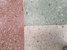 Terrazzo in drei Farben getrennt duch Fugenprofil aus Messing, Schule in Novosibirsk #terrazzo #terrazzodesign #flooring #terrazzoflooring Terrazzo, Messing, Bath Mat, Bathroom, Home Decor, Separate, Floor Covering, School, Projects