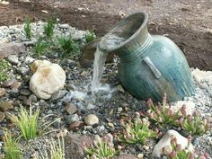 DIY GARDENING: Mini Water Features without the Pond The front yard is the main part of every home, and surely it depicts the creativity and maturity of every house owner. Front yard has always been decorated with colorful blooming flowers and plants… Outdoor Water Features, Water Features In The Garden, Backyard Water Feature, Ponds Backyard, Pea Gravel Patio, Garden Water Fountains, Homemade Water Fountains, Outdoor Fountains, Water Gardens