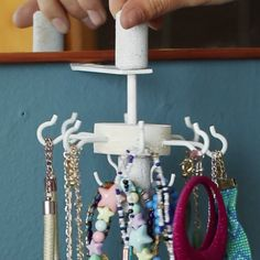 Keep Jewelry Untangled With This DIY Carousel Organizer - Carousel Jewelry Orga. - Keep Jewelry Untangled With This DIY Carousel Organizer – Carousel Jewelry Organizer – - Fun Crafts, Diy And Crafts, Arts And Crafts, Jewellery Storage, Jewellery Display, Display Ideas For Jewelry, Boutique Jewelry Display, Jewelry Ideas, Diy Deco Rangement