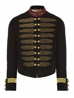 Trend alert: Chaqueta militar aristocrática http://www.modaencalle.com/trend-alert-chaqueta-militar-aristocratica/