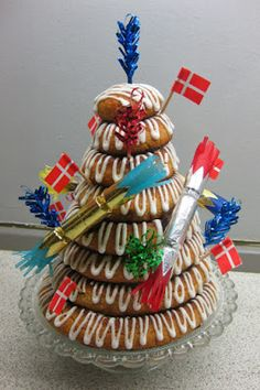 Danish New Year's kransekage from the blog Klidfaster.dk...with New Year Decorations