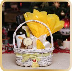 Cos cadou de Craciun Sunny Christmas - KarinGifts.ro Christmas 2015, Wicker Baskets, Cos, Picnic, Gifts, Home Decor, Presents, Decoration Home, Room Decor