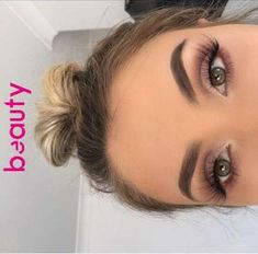 35 Pink Eye Makeup Looks Pink eye makeup is going to be a big beauty trend for summer. So take a look at some of the best pink eye makeup looks, there is sure to be a look for you. Prom Makeup Looks, Cute Makeup, Perfect Makeup, Pretty Makeup, Gorgeous Makeup, Prom Eye Makeup, Mac Makeup Looks, Edgy Makeup, Simple Makeup Looks