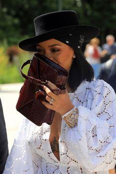 Rihanna tiene nuevo novio y no pierde el tiempo en cuestiones fashion: ya lucen estilismos en pareja!