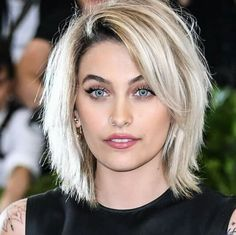Congrats are in order for Paris Jackson, who looks amazing on the cover of 'VOGUE' Australia's July 2017 issue. Shaggy Bob Hairstyles, Haircuts For Fine Hair, Cool Haircuts, Paris Jackson, Medium Hair Cuts, Short Hair Cuts, Medium Hair Styles, Short Hair Styles, Medium Choppy Hair