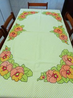 Bordado em tecido xadrez - Toalha de mesa Bordado Tipo Chicken Scratch, Diy And Crafts, Arts And Crafts, Chicken Scratch Embroidery, Crochet Tablecloth, Needle And Thread, Bargello, Hand Stitching, Embroidery Stitches