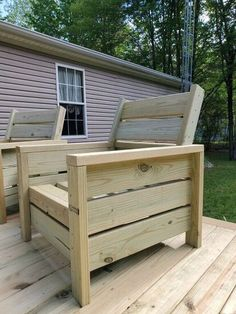 Wood Patio Chairs, Wood Patio Furniture, Outdoor Furniture Plans, Outdoor Chairs, Palette Patio Furniture, Outdoor Decor, Diy Deck, Diy Patio, Dining Chair Makeover