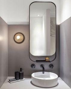 strakke spiegel met zwartstalen frame. Mooie combi met de zwarte kraan en accessoires.