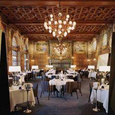 Restaurante OPERAKÄLLAREN, em Estocolmo, Suécia. Projeto de Marten Claesson, Eero Koivisto e Ola Rune. #restaurant #restaurante #sentidos #sense #artes #arts #art #arte #decor #decoração #architecturelover #architecture #arquitetura #design #interior #interiores #projetocompartilhar #davidguerra #shareproject #operakllaren #estocolmo #stockholm #suecia #sweden #europa #europe #martenclaesson #eerokoivisto #olarune