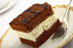 Tort Kinder Ingrediente: Pentru blat: 5 oua 100 g zahar pudra 40 g faina 70 g amidon de porumb 30 g cacao 1 plic praf de copt un vârf de cutit de sare Pentru crema de nuca de cocos: 1 albus 60 g zahar pudra 250 g mascarpone 1