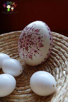 Stone Crafts, Rock Crafts, Polish Easter, Easter Paintings, Egg Shell Art, Carved Eggs, Frugal Christmas, Easter Egg Designs, Ukrainian Easter Eggs