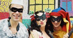 """As crianças vão aproveitar o carnaval paulistano no melhor estilo: diversão a custo zero. O grupo Furunfunfum faz duas apresentações: dia 15, domingo, às 16h, na Oca da Biblioteca do Parque Villa-Lobos; e dia 16, segunda-feira, a partir das 11h, na Praça das Corujas. Já a Trupe Pé de Histórias se apresenta nos dias 14,...<br /><a class=""""more-link"""" href=""""https://catracalivre.com.br/sp/agenda/gratis/caia-na-folia-com-as-criancas-e-aproveite-o-carnaval-em-familia/"""">Continue lendo »</a>"""