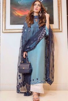 Pakistani Kurta Designs, Pakistani Dress Design, Sleeves Designs For Dresses, Fancy Blouse Designs, Simple Pakistani Dresses, Pakistani Outfits, Stylish Dresses For Girls, Casual Dresses, Embroidery Fashion