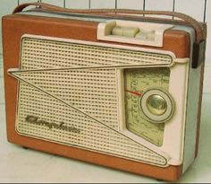 Radio Amplix, modèle Deauville, 1958. La toute première radio de mes parents. Radios, Le Radio, Spark Gap, Poste Radio, Antique Radio, Transistor Radio, Marshall Speaker, Etiquette, Jukebox
