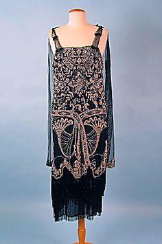 Vestido moldeado en década de 1920.