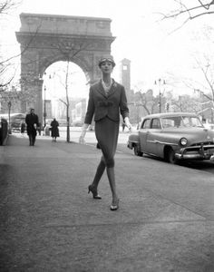 Lingerie William Helburn, Simone D'Aillencourt, Washington Square Arch, ca. 1959 - This photograph is an edition of See below for other editions available. All editions are signed by the photographer. Larger sizes may be available upon request. New York Washington, Washington Square Park, Secret In Lace, Chrysler New Yorker, Lady Jane, Vintage 1950s Dresses, Vintage Cars, Vintage Gloves, Vintage Fashion Photography