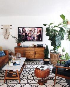 Mid Century Modern Living Room with TV Mid Century Living Room Design, Mid Century Modern Boho Living Room Boho Living Room, Home And Living, Living Room Decor, Bohemian Living, Modern Bohemian, Living Rooms, Small Living, Usa Living, Bohemian Interior