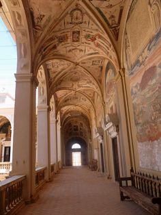 Palacio. Galería del primer piso. El Palacio de Santa Cruz del Viso del Marqués es el mejor y mayor ejemplo de pinturas de escenas y motivos mitológicos del renacimiento en España