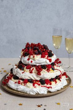 Overeating Tips Workout Dessert Party, Party Desserts, Dessert Recipes, Xmas Food, Christmas Cooking, Christmas Desserts, Meringue Recept, Meringue Pavlova, Glace Fruit