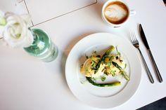 Na śniadanie: Jajka po benedyktyńsku z wybranym dodatkiem/ Concordia Taste/ breakfast, eggs, breakfasttime, coffee