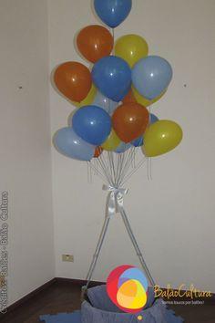 Cesto com balões simulando um balão de gás.  Créditos: Balões e filme: Balão Cultura  Gostou? Contate-nos: www.balaocultura.com.br Telefones: 11 50816916 ou 39049892  #arranjodemesa #decoraçãodeovelhinha #decoraçãodeovelha #decoraçãodeovelhanobalao #balaodecoracao #qualatex #decoraçãodiferente #decoraçãocriativa #encontraideias #mamaefesteira #balaocultura