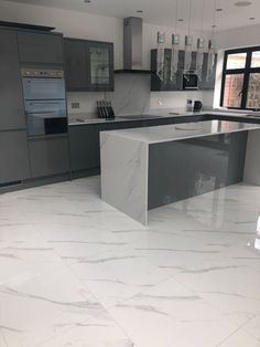 Stunning Compac Surfaces Marble Effect Unique Calacatta Quartz Kitchen Worktops and Statuario tiles Marble Floor Kitchen, Marble House, Open Plan Kitchen Living Room, Kitchen Room Design, Luxury Kitchen Design, Luxury Kitchens, Home Decor Kitchen, Modern House Design, Interior Design Kitchen