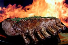 Who doesn't love the taste of a tender steak fresh off the grill? A great-tasting steak begins with a good cut of meat. Use this guide to get the meaty details you need! Prime Rib Roast, Pork Roast, Gourmet Desserts, Dessert Recipes, Carne Asada, Sauce Au Miel, Tolle Desserts, Steak Cuts, Spare Ribs