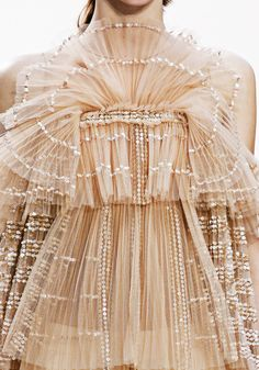 Ideas For Fashion Design Inspiration Haute Couture Fabric Manipulation Couture Mode, Couture Fashion, Runway Fashion, Embroidery Fabric, Embroidery Fashion, Couture Embroidery, Embroidery Designs, Couture Details, Fashion Details
