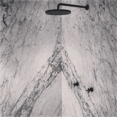 Il Granito natuursteen   Bianco carrara in openboek! (Bookmatch)