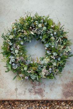 Zita Elze Christmas wreath 2015 photography by Julian Winslow Christmas Door Wreaths, Christmas Flowers, Christmas Tree Toppers, Holiday Wreaths, Christmas Decorations, Christmas Swags, Burlap Christmas, Country Christmas, Christmas Christmas
