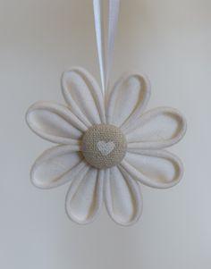 Fleurissez votre sapin avec les fleurs originales du petit oiseau !