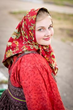Traditional headscarf of a peasant girl from Northern provinces, Russia. #Russian #folk #national #costume
