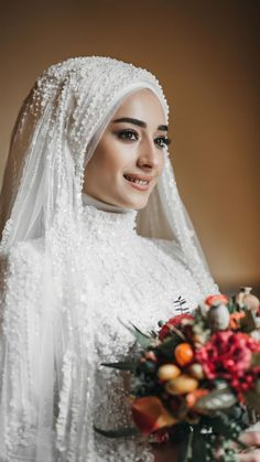 veil hijab sheet models Source by flamingopembe The post Hijab Bride Head Models appeared first on wedding. Hijabi Wedding, Wedding Hijab Styles, Muslimah Wedding Dress, Muslim Wedding Dresses, Muslim Brides, Bridal Dresses, Muslim Dress, Muslim Hijab, Muslim Wedding Ceremony