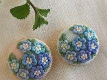 ご注文品 刺繍ブローチ3.0 ネモフィラ2点